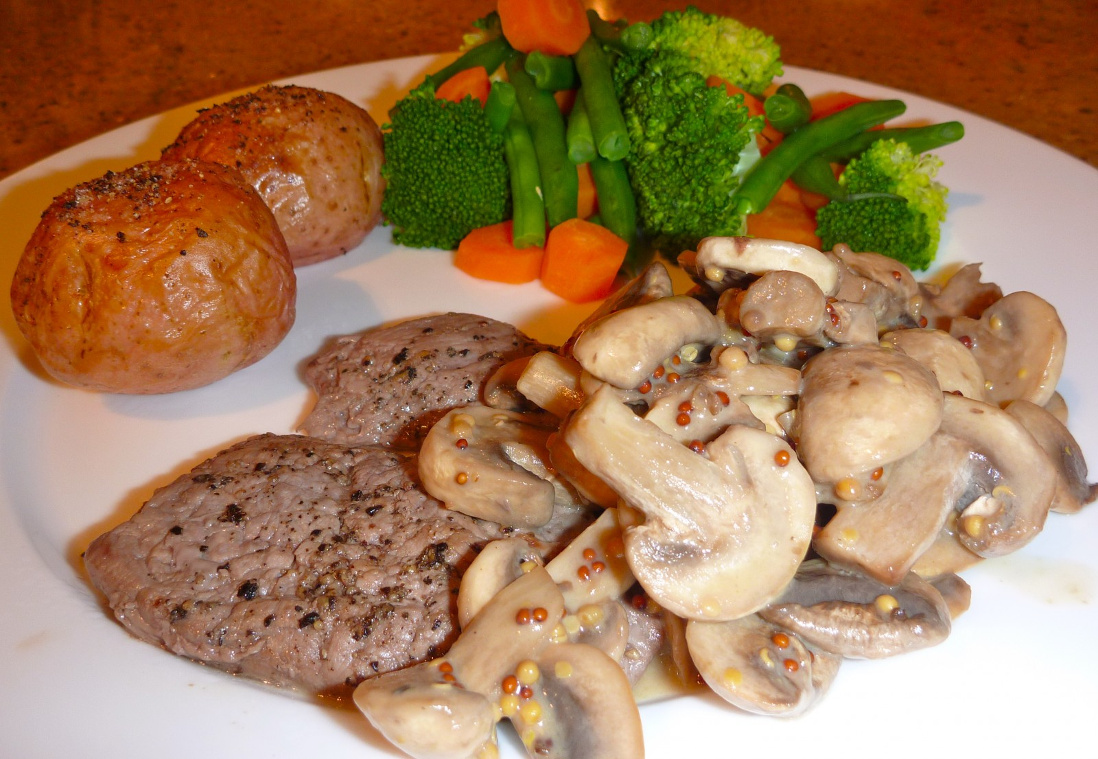 Steak and low calorie creamy mustard sauce