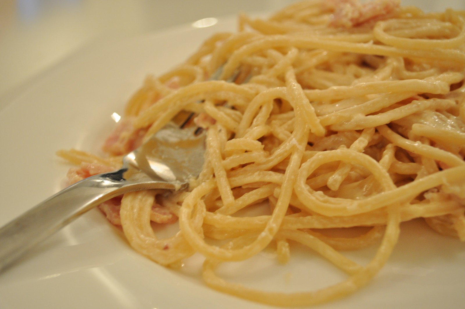 Spaghetti with bacon and truffle cream