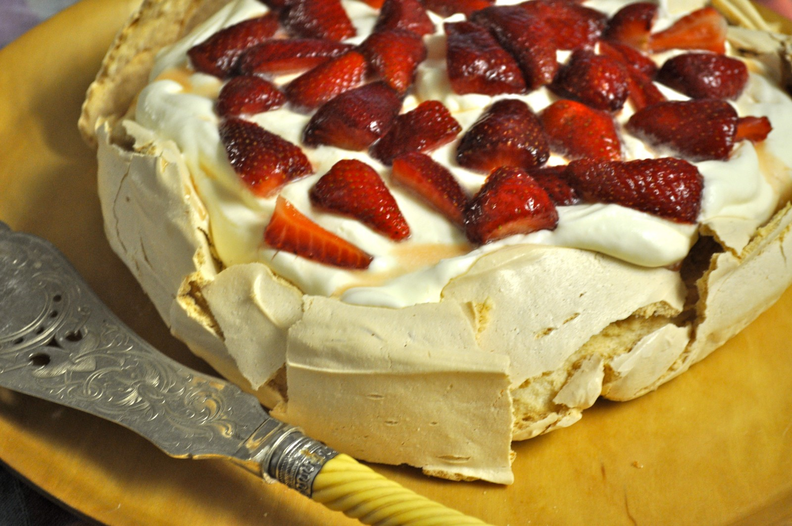 Brown sugar pavlova with yoghurt cream