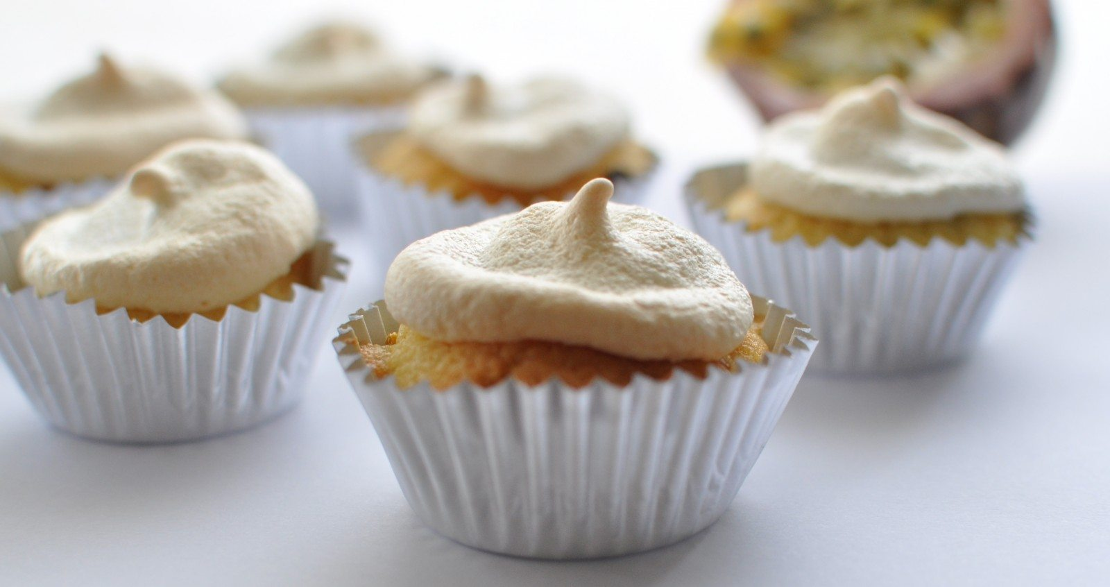 Passionfruit meringue cupcakes