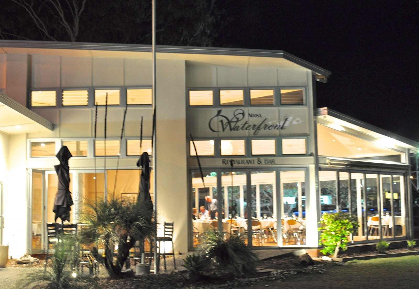 Waterfront restaurant - Noosaville