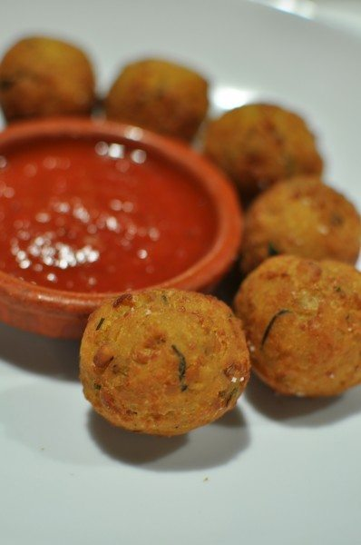 Bolitas de garbanzo - chickpea fritters with hot chili sauce