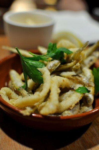 Calamares y chanquetes - crisp fried calamari & whitebait with aioli