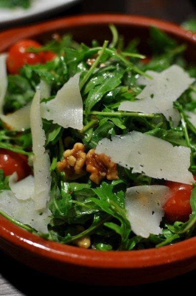 Ensalda de tomate y manchego - salad of tomato, manchego cheese and walnuts