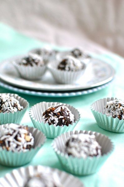 Paleo chocolate almond 'truffles'