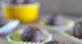 Paleo chocolate almond balls