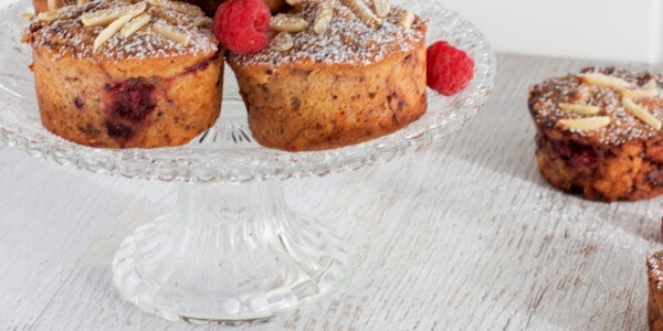 Berry and almond cakes via www.clairekcreations.com