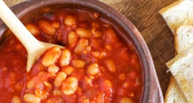 Easy baked beans via www.clairekcreations.com